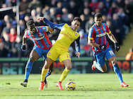 Crystal Palace's Wilfred Zaha tudssles with Arsenal's Alexis Sanchez<br /> <br /> Barclays Premier League - Crystal Palace  vs Arsenal  - Selhurst Park - England - 21st February 2015 - Picture David Klein/Sportimage