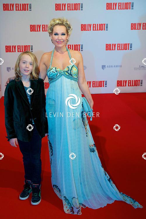 DEN HAAG - In het Afas Theater is de Nederlandse Premiere van Billy Eliot. Met hier op de foto  Tanja Jess met zoon. FOTO LEVIN DEN BOER - PERSFOTO.NU
