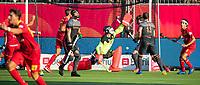ANTWERPEN - Spanje komt op 0-4 tijdens de halve finale  mannen, Nederland-Spanje (3-4) ,  bij het Europees kampioenschap hockey. midden keeper keeper Sam van der Ven (Ned)  .  COPYRIGHT KOEN SUYK