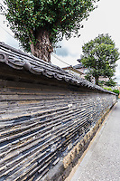 Kannon-ji temple's Tsuji-bei wall, a mud wall built in the Edo era.  It was constructed by alternately pilling mud and tiles, and then putting roof tiles along the top. The wall encloses Kanonji Temple in Yanaka.
