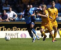 Fotball<br /> Foto: SBI/Digitalsport<br /> NORWAY ONLY<br /> <br /> Wycombe Wanderers v Cambridge United<br /> Coco-Cola League Two. 07/08/2004.<br /> <br /> Gus Uhlenbeek breaks away from Luke Guttridge