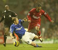 Fotball<br /> Premier League 2004/2005<br /> 06.11.2004<br /> Foto: SBI/Digitalsport<br /> NORWAY ONLY<br /> <br /> Liverpool v Birmingham City<br /> <br /> Birmingham's Kenny Cunnigham and Liverpool's Florent Sinama Pongolle