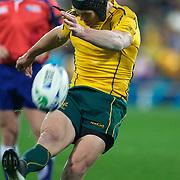 Berrick Barnes, Australia, kicks a penalty during the Australia V USA, Pool C match during the IRB Rugby World Cup tournament. Wellington Stadium, Wellington, New Zealand, 23rd September 2011. Photo Tim Clayton.....