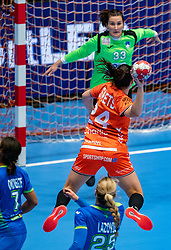 Martine Smeets of Netherlands, Kiara Hrovatic of Slovenia in action during the Women's friendly match between Netherlands and Slovenia at De Maaspoort on march 19, 2021 in Den Bosch, Netherlands (Photo by RHF Agency/Ronald Hoogendoorn)