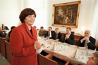 16 JAN 2001, BERLIN/GERMANY:<br /> Ulla Schmidt, SPD, Bundesgesundheitsministerin, spricht vor einem Essen des Seeheimer Kreises (Rechter Flügel der SPD BT-Fraktion) anl. ihrer Ernennung zur Bundesministerin, Parlamentarische Gesellschaft<br /> IMAGE: 20000116-01/01-28