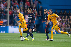 13.04.2016, Estadio Vicente Calderon, Madrid, ESP, UEFA CL, Atletico Madrid vs FC Barcelona, Viertelfinale, Rueckspiel, im Bild Atletico de Madrid's Antoine Griezmann and FC Barcelona Gerard Pique and Sergio Busquets // during the UEFA Champions League Quaterfinal, 2nd Leg match between Atletico Madrid and FC Barcelona at the Estadio Vicente Calderon in Madrid, Spain on 2016/04/13. EXPA Pictures © 2016, PhotoCredit: EXPA/ Alterphotos/ BorjaB.Hojas<br /> <br /> *****ATTENTION - OUT of ESP, SUI*****