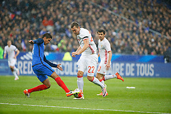 29.03.2016, Stade de France, St. Denis, FRA, Testspiel, Frankreich vs Russland, im Bild varane raphael, dzyuba artem // during the International Friendly Football Match between France and Russia at the Stade de France in St. Denis, France on 2016/03/29. EXPA Pictures © 2016, PhotoCredit: EXPA/ Pressesports/ Sebastian Boue<br /> <br /> *****ATTENTION - for AUT, SLO, CRO, SRB, BIH, MAZ, POL only*****