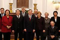 24 JAN 2006, BERLIN/GERMANY:<br /> Horst Koehler, Bundespraesident, empfaengt die Mitglieder des Bundeskabinets - links von Koehler, Franz Muentefering, SPD, Bundesarbeitsminister, rechts von Koehler, Angela Merkel, CDU, Bundeskanzlerin - zu einem Abendessen, Schloss Bellevue<br /> IMAGE: 20060124-02-007<br /> KEYWORDS: Horst Köhler, Franz Müntefering
