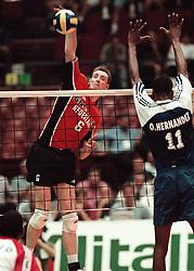 12-07-1998 VOLLEYBAL: WORLD LEAGUE FINAL: NEDERLAND - RUSLAND: MILAAN<br /> rICHARD sCHUIL<br /> ©1998-WWW.FOTOHOOGENDOORN.NL