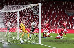 Jason Denayer (Belgien) har sendt bolden i mål til 0-1 under UEFA Nations League kampen mellem Danmark og Belgien den 5. september 2020 i Parken, København (Foto: Claus Birch).