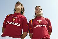 Roma 26/7/2004<br /> <br /> <br /> <br /> Trigoria sede AS Roma presentazione delle maglie Diadora per l AS Roma stagione 2004/2005. <br /> <br /> <br /> <br /> <br /> <br /> <br /> <br /> Marco Delvecchio e Francesco Totti <br /> <br /> Photo Andrea Staccioli / Graffiti