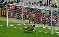 Photo: Glyn Thomas.<br />Italy v France. FIFA World Cup 2006 Final. 09/07/2006.<br /> France's David Trezeguet misses his penalty.
