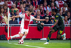 14-08-2018 NED: Champions League AFC Ajax - Standard de Liege, Amsterdam<br /> Third Qualifying Round,  3-0 victory Ajax during the UEFA Champions League match between Ajax v Standard Luik at the Johan Cruijff Arena / Klaas Jan Huntelaar #9 of Ajax, Christian Luyindama #26 of Standard Liege
