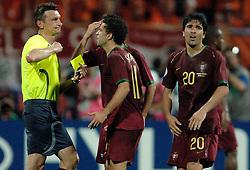 25-06-2006 VOETBAL: FIFA WORLD CUP: NEDERLAND - PORTUGAL: NURNBERG<br /> Oranje verliest in een beladen duel met 1-0 van Portugal en is uitgeschakeld / DECO krijgt ook rood<br /> ©2006-WWW.FOTOHOOGENDOORN.NL