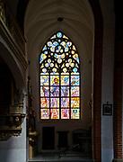 Witraż w bazylice pw. św. Elżbiety Węgierskiej we Wrocławiu, Polska<br /> Stained-glass window in St. Elizabeth's Church in Wrocław, Poland