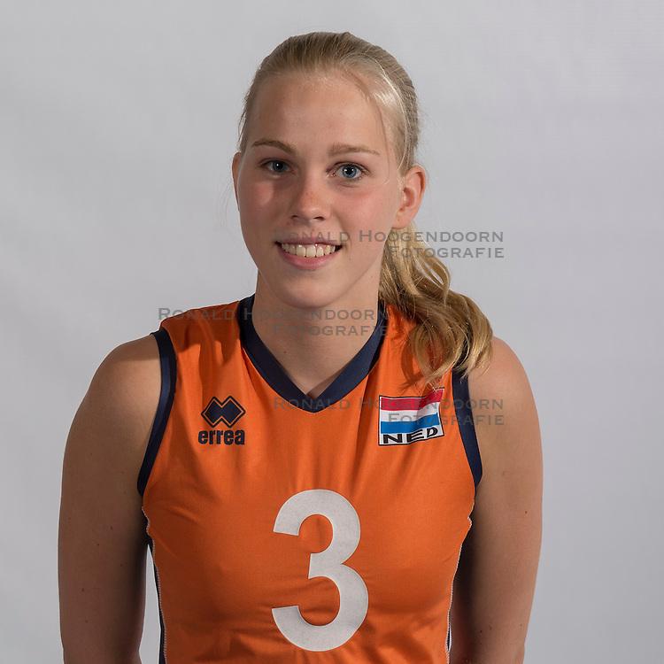 07-06-2016 NED: Jeugd Oranje meisjes <2000, Arnhem<br /> Photoshoot met de meisjes uit jeugd Oranje die na 1 januari 2000 geboren zijn / Demi Korevaar