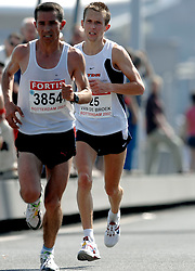 15-04-2007 ATLETIEK: FORTIS MARATHON: ROTTERDAM<br /> In Rotterdam werd zondag de 27e editie van de Marathon gehouden. De marathon werd rond de klok van 2 stilgelegd wegens de hitte en het grote aantal uitvallers / Hugo van den Broek op de Erasmusbrug<br /> ©2007-WWW.FOTOHOOGENDOORN.NL