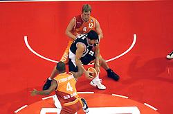 26-08-2005 BASKETBAL: NEDERLAND-BELGIE: GRONINGEN<br /> Nederland kan zich gaan opmaken voor een extra toernooi in Belgrado, waar de laatste strohalm moet worden gepakt ter handhaving in de A-groep. Dat is het gevolg van de 51-62 nederlaag / Sebastien Bellin  tussen Djoenie Steenvoorde en Tom Timmermans<br /> ©2005-www.fotohoogendoorn.nl