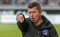 En ophidset cheftræner Christian Nielsen (Lyngby Boldklub) under kampen i 3F Superligaen mellem Lyngby Boldklub og Hobro IK den 20. juli 2020 på Lyngby Stadion (Foto: Claus Birch).