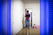 Ritratto di migrante con computer. Interno ex palazzine olimpiche.