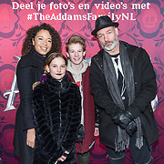 NLD/Amsterdam/20191201 - Nederlandse premiere The Addams Family, Eddy Zoey met partner Sarah Juray en Teuntje en Fender