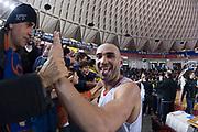 DESCRIZIONE : Roma LNP A2 2015-16 Acea Virtus Roma Mens Sana Basket 1871 Siena<br /> GIOCATORE : Simone Bonfiglio<br /> CATEGORIA : postgame tifosi pubblico esultanza curiosita<br /> SQUADRA : Acea Virtus Roma<br /> EVENTO : Campionato LNP A2 2015-2016<br /> GARA : Acea Virtus Roma Mens Sana Basket 1871 Siena<br /> DATA : 06/12/2015<br /> SPORT : Pallacanestro <br /> AUTORE : Agenzia Ciamillo-Castoria/G.Masi<br /> Galleria : LNP A2 2015-2016<br /> Fotonotizia : Roma LNP A2 2015-16 Acea Virtus Roma Mens Sana Basket 1871 Siena