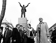 Workers' Party leader Tomás MacGiolla lays a wreath at the memorial for trade union leader James Larkin in O'Connell Street, Dublin, to commemorate the fortieth anniversary of Larkin's death. Also in the picture are Prionsias De Rossa and councillors Eric Byrne, Eamon Gilmore, Mike Jennings and Pat Rabbitte.<br /> 7 February 1987