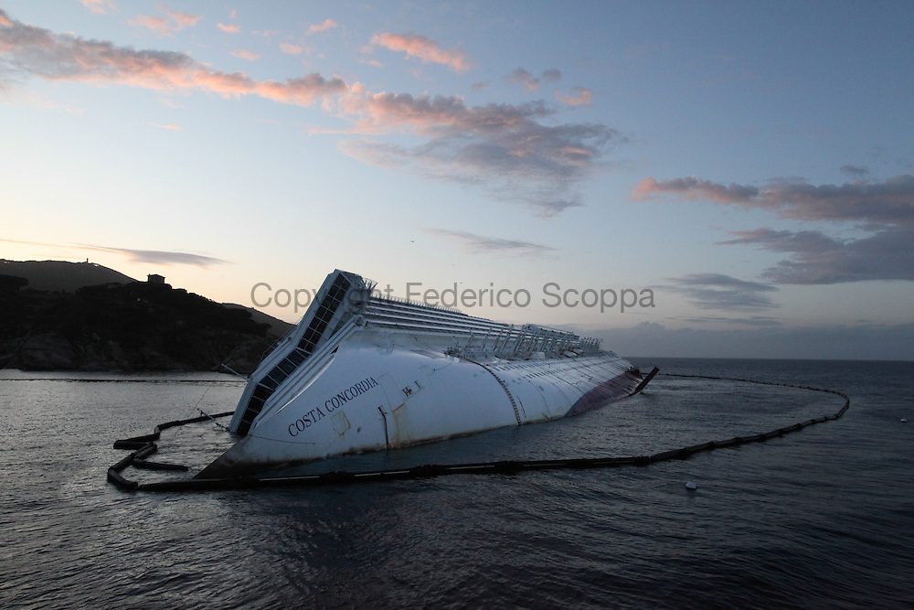 The Costa Concordia wreck three moths later the disaster