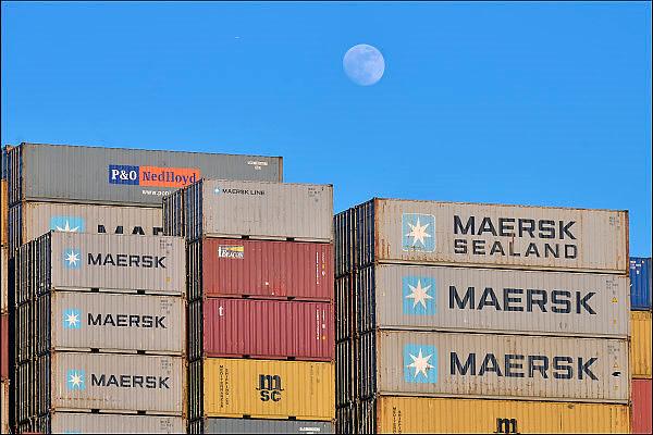 Nederland, the Netherlands, 3-3-2015Containers op een schip in de haven van Rotterdam. Maan.Freightcontainers on a ship in the port, harbour, of rotterdam. Moon.FOTO: FLIP FRANSSEN/ HH