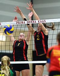 12-12-2015 NED: Prima Donna Kaas Huizen - VV Utrecht, Huizen<br /> In de Topdivisie verslaat PDK Huizen vv Utrecht met 3-1 / Lisanne Baak #2, Anna Mebus #7