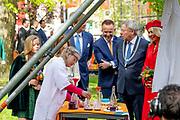 Koningsdag 2018 in Groningen / Kingsday 2018 in Groningen.<br /> <br /> Op de foto:  Koning Willem-Alexander en koningin Maxima  ///  King Willem-Alexander and Queen Maxima