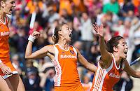 MONCHENGLADBACH  - Vreugde bij Willemijn Bos (l)  Maartje Paumen (m) en Naomi van As, nadat Marilyn Agliotte de stand op 1-0 heeft gebracht,  , zaterdag tijdens de  finale bij de Europese Kampioenschappen hockey vrouwen  tussen Nederland en Duitsland, in het Duitse Monchengladbach.
