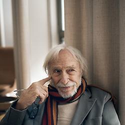Pierre Richard, posing in a meeting room at the Brach Hotel. Paris, France. March 22, 2021. <br /> Pierre Richard, prenant la pose dans un salon de l'hotel Brach. Paris, France. 22 mars 2021.