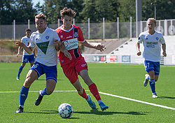 Dalton Wilkins (FC Helsingør) og Jakob Skovgaard Larsen (HIK) kæmper om bolden under træningskampen mellem FC Helsingør og HIK den 1. august 2020 på Helsingør Ny Stadion (Foto: Claus Birch).
