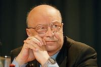 31 JANUARY 1998, DORTMUND/GERMANY:<br /> Heinz Schleußer, SPD, Finanzminister Nordrhein-Westfalen, auf dem Landesparteitag der SPD NRW<br /> Heinz Schleusser, SPD, Minister for Finance of Nordrhein-Westfalen