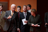 12 NOV 2003, BERLIN/GERMANY:<br /> Edmund Stoiber (L), CSU, Ministerpraesidnet Bayern, Guido Westerwelle (M), FDP Bundesvorsitzender, und Angela Merkel (R), CDU Bundesvorsitzende, auf dem Weg zu einer Pressekonferenz zu dem vorangegangenen  Spitzentrfffen von Politiker der CDU/CSU und der FDP, axica Kongress- und Tagungszentrum<br /> IMAGE: 20031112-01-013<br /> KEYWORDS: Opposition, Spitzengespraech