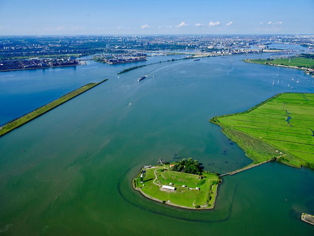 Nederland, Noord-Holland, Amsterdam, 02-09-2020; Vuurtoreneiland, ook bekend als Kustbatterij bij Durgerdamen onderdeel van de Stelling van Amsterdam. Het eiland ligt voor de kust van Polder  IJdoorn, een buitendijksepolderbijDurgerdam. In de achtergrond IJburg, Zeeburgereiland, binnenstad van Ammsterdam.<br /> Lighthouse Island, also known as Coastal Battery near Durgerdam and part of the Defense Line of Amsterdam. The island lies off the coast of Polder IJdoorn, a polder outside the dykes at Durgerdam.<br /> <br /> luchtfoto (toeslag op standard tarieven);<br /> aerial photo (additional fee required);<br /> copyright foto/photo Siebe Swart