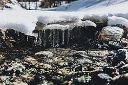 THEMENBILD - Schneefläche über einem Bach schmilzt durch das schöne Wetter und tropft in ein Bachbett, aufgenommen am 22. Februar 2020 in Kaprun, Oesterreich // Snow surface above a creek melts due to the fine weather and drips into a creek bed, in Kaprun, Austria on 2020/22. EXPA Pictures © 2020, PhotoCredit: EXPA/Stefanie Oberhauser