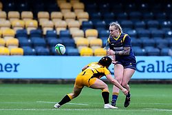 Vicky Foxwell of Worcester Warriors Women passes, before she is tackled by Kate Alder – of Wasps FC Ladies - Mandatory by-line: Nick Browning/JMP - 24/10/2020 - RUGBY - Sixways Stadium - Worcester, England - Worcester Warriors Women v Wasps FC Ladies - Allianz Premier 15s