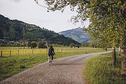 THEMENBILD - eine Radfahrerin auf einem Feldweg in der Natur, aufgenommen am 02. Mai 2020 in Kaprun, Österreich // a cyclist on a country road in the nature, Kaprun, Austria on 2020/05/02. EXPA Pictures © 2020, PhotoCredit: EXPA/ JFK
