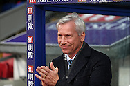 Alan Pardew, the Crystal Palace manager rubs his hands as he looks on from the dugout before k/o. Barclays Premier League match, Crystal Palace v Chelsea at Selhurst Park in London on Sunday 3rd Jan 2016. pic by John Patrick Fletcher, Andrew Orchard sports photography.
