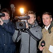 NLD/Volendam/20111117 - Huwelijksfeest nav huwelijk Jan Smit en Liza Plat, cameraploegen RTL boulevard en SBS shownieuws