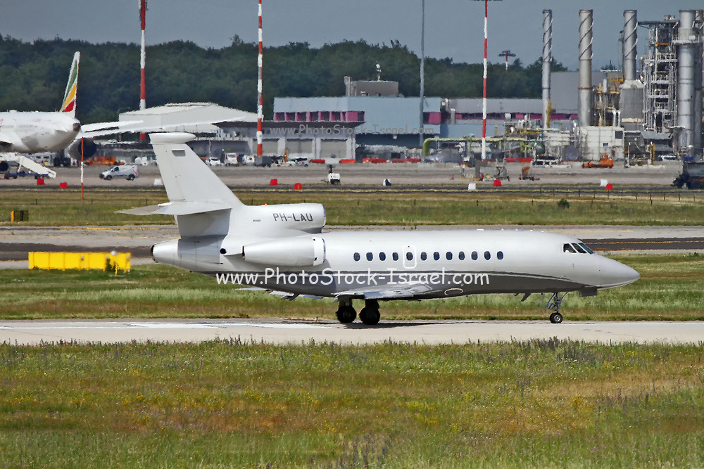 PH-LAU Exxaero Dassault Falcon 900EX at Malpensa (MXP / LIMC), Milan, Italy