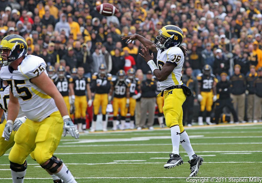 November 05, 2011: Michigan Wolverines quarterback Denard Robinson (16) throws a 5 yard touchdown pass during the first quarter of the NCAA football game between the Michigan Wolverines and the Iowa Hawkeyes at Kinnick Stadium in Iowa City, Iowa on Saturday, November 5, 2011. Iowa defeated Michigan 24-16.