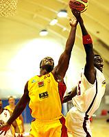 Basketball<br /> BLNO<br /> 17.09.,2011<br /> Foto: Morten Olsen, Digitalsport<br /> <br /> Frøya v Centrum<br /> <br /> Peter Bullock - Frøya<br /> Joseph Ampofo - Centrum