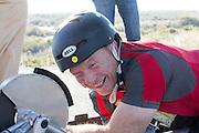 Handbiker Alan Grace kwalificeert zich met de Slippery Slug tijdens de derde racedag. In Battle Mountain (Nevada) wordt ieder jaar de World Human Powered Speed Challenge gehouden. Tijdens deze wedstrijd wordt geprobeerd zo hard mogelijk te fietsen op pure menskracht. Ze halen snelheden tot 133 km/h. De deelnemers bestaan zowel uit teams van universiteiten als uit hobbyisten. Met de gestroomlijnde fietsen willen ze laten zien wat mogelijk is met menskracht. De speciale ligfietsen kunnen gezien worden als de Formule 1 van het fietsen. De kennis die wordt opgedaan wordt ook gebruikt om duurzaam vervoer verder te ontwikkelen.<br /> <br /> Alan Grace qualifies with his handbike Slippery Slug at the third racing day. In Battle Mountain (Nevada) each year the World Human Powered Speed Challenge is held. During this race they try to ride on pure manpower as hard as possible. Speeds up to 133 km/h are reached. The participants consist of both teams from universities and from hobbyists. With the sleek bikes they want to show what is possible with human power. The special recumbent bicycles can be seen as the Formula 1 of the bicycle. The knowledge gained is also used to develop sustainable transport.