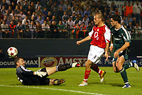 Fotball<br /> UEFA Champions League 2004/2005<br /> 20.10.2004<br /> Foto: BPI/Digitalsport<br /> NORWAY ONLY<br /> <br /> Panathanaikos v Arsenal<br /> <br /> Freddie Ljungberg of Arsenal chips over Kostas Chalkias for the opener