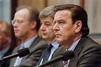 03.04.1999, Deutschland/Bonn:<br /> Rudolf Scharping, Bundesverteidigungsminister, Joschka Fischer, Bundesaußenminister, und Gerhard Schröder, Bundeskanzler, während einer Pressekonferenz zur aktuelle Lage im Kosovo-Konflikt, Bundes-Pressekonferenz, Bonn<br /> IMAGE: 19990403-02/02-31<br /> KEYWORDS: Gerhard Schroeder