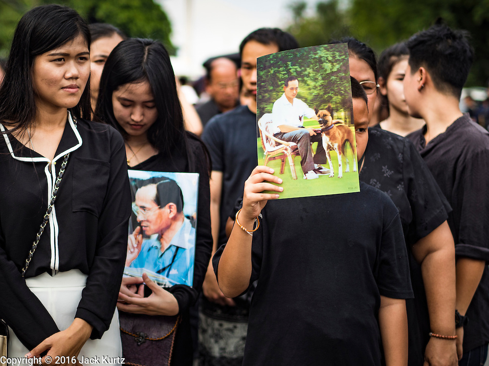 15 OCTOBER 2016 - BANGKOK, THAILAND: People wait in line to get into the Grand Palace to sign condolences books for Bhumibol Adulyadej, the King of Thailand. King Bhumibol Adulyadej died Oct. 13, 2016. He was 88. His death comes after a period of failing health. With the king's death, the world's longest-reigning monarch is Queen Elizabeth II, who ascended to the British throne in 1952. Bhumibol Adulyadej, was born in Cambridge, MA, on 5 December 1927. He was the ninth monarch of Thailand from the Chakri Dynasty and is known as Rama IX. He became King on June 9, 1946 and served as King of Thailand for 70 years, 126 days. He was, at the time of his death, the world's longest-serving head of state and the longest-reigning monarch in Thai history.      PHOTO BY JACK KURTZ
