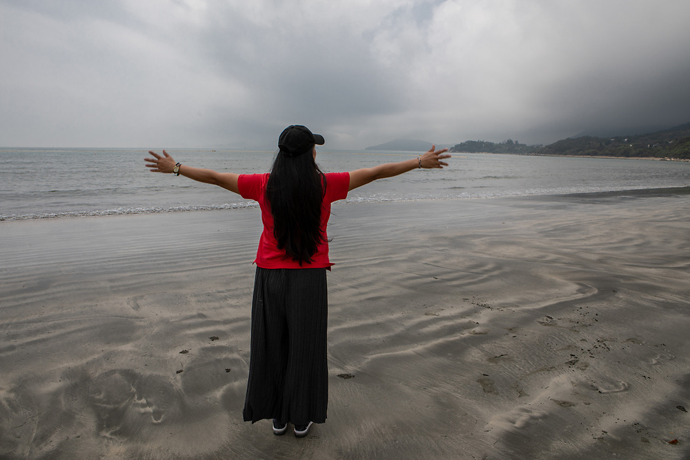 Vanessa Mae Rodel, 42, waves goodbye to Hong Kong, on March 21, 2019, days prior to her move to Canada. / Photo: Maria de la Guardia
